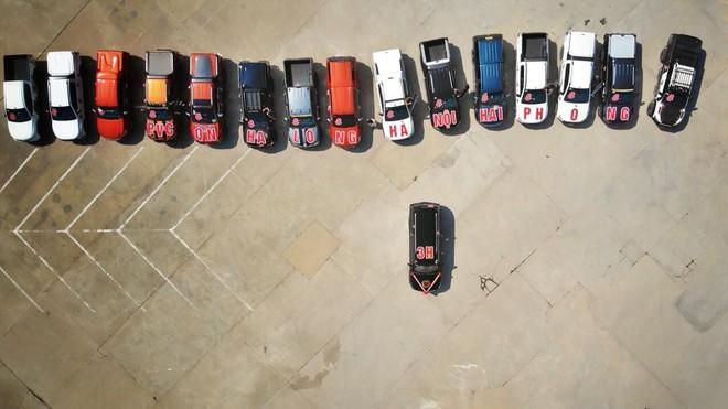 Siêu xe Khủng long Mỹ dẫn đầu đoàn rước dâu hoành tráng ở Quảng Ninh - Ảnh 2.