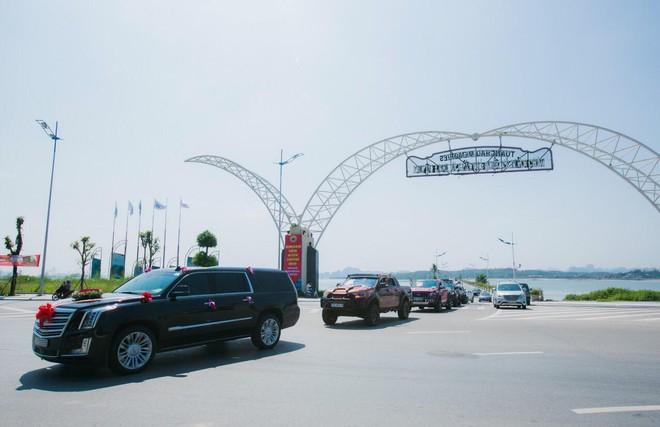 Siêu xe Khủng long Mỹ dẫn đầu đoàn rước dâu hoành tráng ở Quảng Ninh - Ảnh 5.