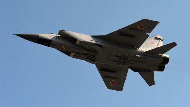Siêu tiêm kích MiG-31 Nga vừa rơi - Vận đen đeo bám sau vụ IL-20 bị bắn nhầm - Ảnh 1.