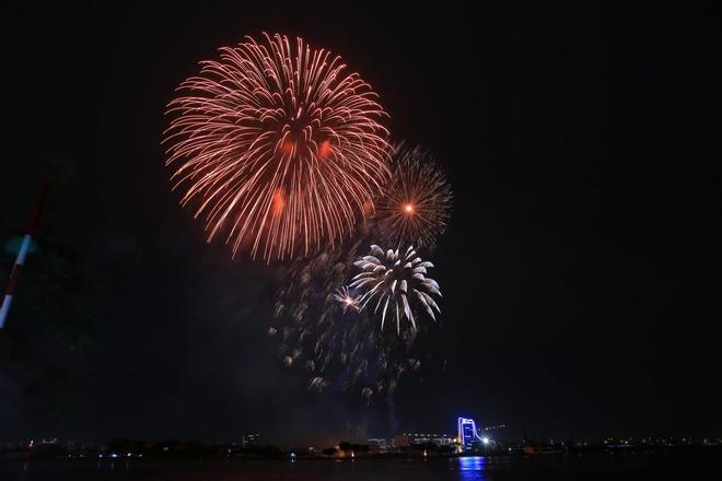 Người Sài Gòn mãn nhãn với màn pháo hoa mừng Quốc khánh - Ảnh 6.
