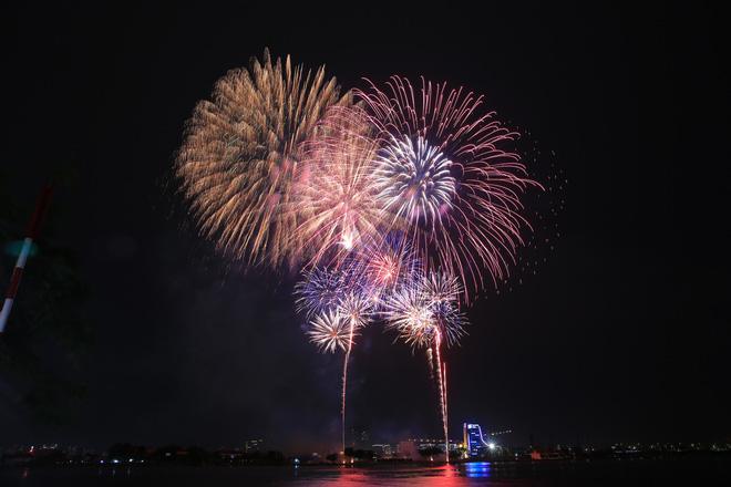 Người Sài Gòn mãn nhãn với màn pháo hoa mừng Quốc khánh - Ảnh 7.