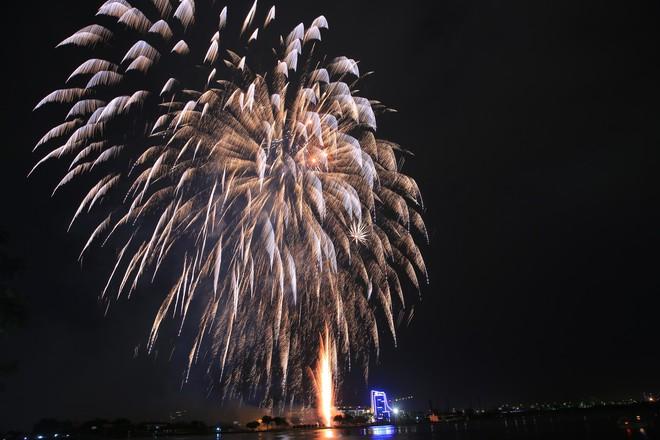 Người Sài Gòn mãn nhãn với màn pháo hoa mừng Quốc khánh - Ảnh 8.