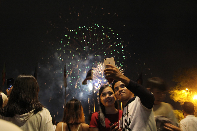 Người Sài Gòn mãn nhãn với màn pháo hoa mừng Quốc khánh - Ảnh 11.