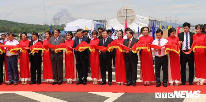 Cao tốc hơn 34 nghìn tỷ đồng ở miền Trung chính thức thông xe toàn tuyến - Ảnh 2.