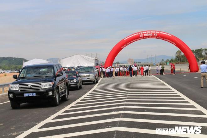 Cao tốc hơn 34 nghìn tỷ đồng ở miền Trung chính thức thông xe toàn tuyến - Ảnh 3.