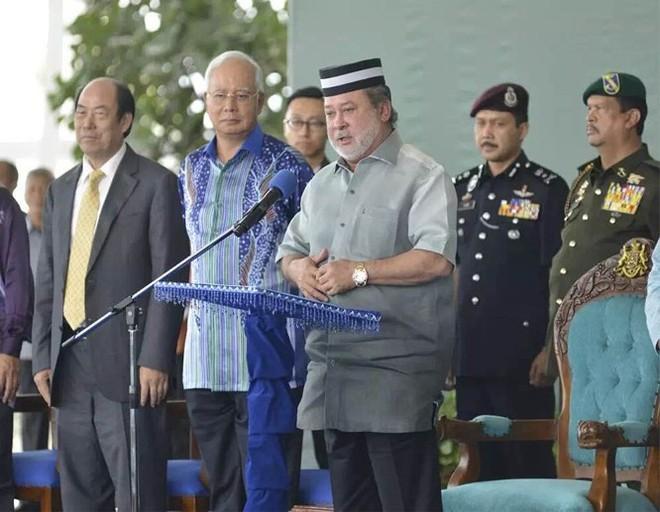 """Không cấp thị thực cư trú lâu dài cho người Trung Quốc, ông Mahathir Mohamad tiếp tục """"làm khó"""" Bắc Kinh - Ảnh 4."""