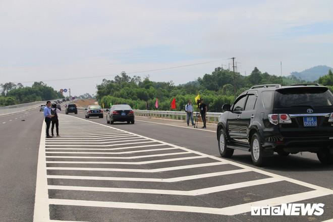 Cao tốc hơn 34 nghìn tỷ đồng ở miền Trung chính thức thông xe toàn tuyến - Ảnh 4.