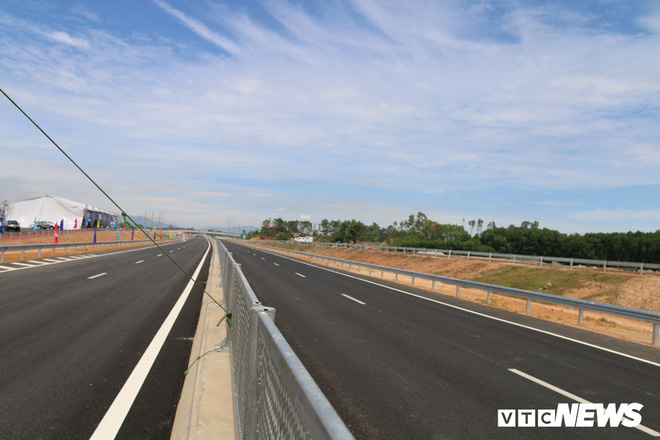 Cao tốc hơn 34 nghìn tỷ đồng ở miền Trung chính thức thông xe toàn tuyến - Ảnh 5.