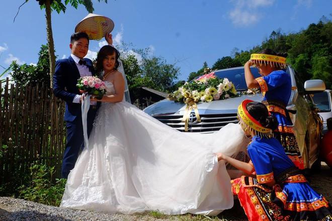Hành trình gian nan trên đường về nhà chồng của cô dâu 61 tuổi - Ảnh 4.