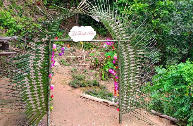 Cảnh cô dâu 61 tuổi băng rừng, lội suối, đi bộ gần 2km về nhà chồng ở Cao Bằng - Ảnh 9.