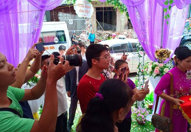 Cận cảnh lễ thành hôn đặc biệt của cô dâu 61 tuổi với chú rể 26 tuổi ở Cao Bằng - Ảnh 13.