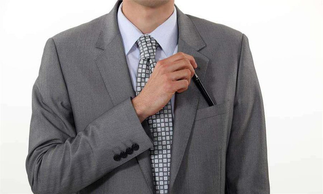 3 thứ không nên để trong túi quần, túi áo để tránh gặp điều không may - Ảnh 3.