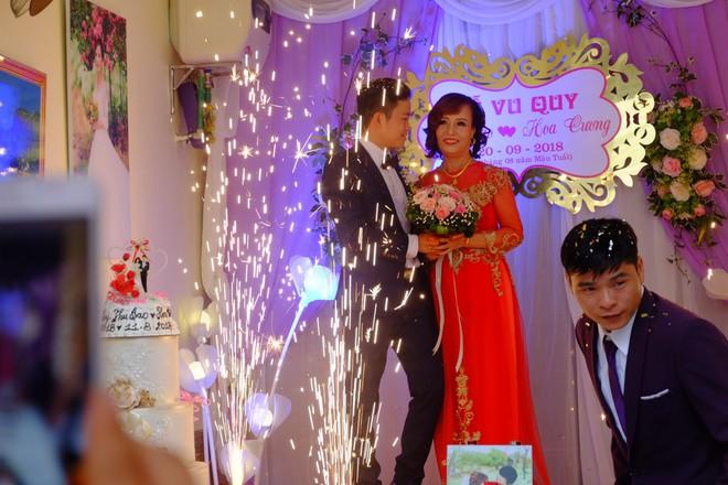 Cận cảnh lễ thành hôn đặc biệt của cô dâu 61 tuổi với chú rể 26 tuổi ở Cao Bằng - Ảnh 9.