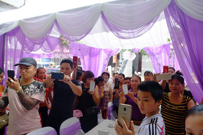 Cận cảnh lễ thành hôn đặc biệt của cô dâu 61 tuổi với chú rể 26 tuổi ở Cao Bằng - Ảnh 12.