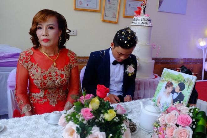 Cận cảnh lễ thành hôn đặc biệt của cô dâu 61 tuổi với chú rể 26 tuổi ở Cao Bằng - Ảnh 11.