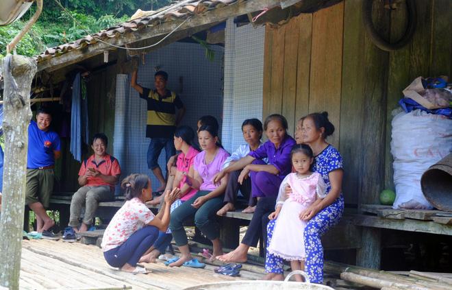 Cảnh cô dâu 61 tuổi băng rừng, lội suối, đi bộ gần 2km về nhà chồng ở Cao Bằng - Ảnh 13.