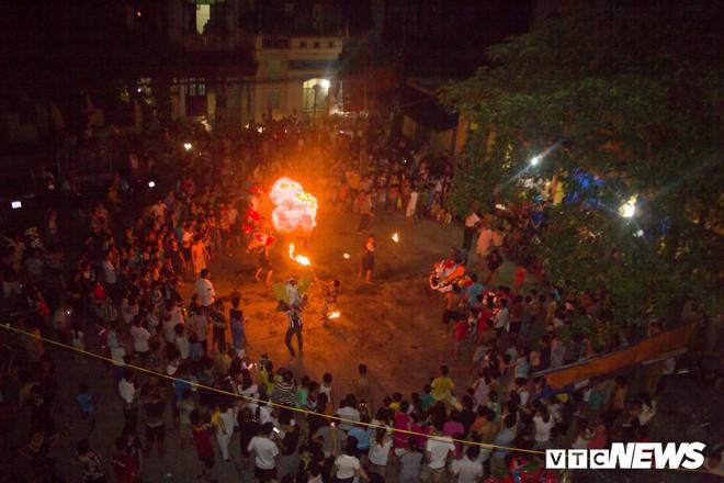 Độc đáo ngôi làng từ trẻ đến già đều biết múa sư tử, thổi lửa như nghệ sĩ xiếc - Ảnh 1.