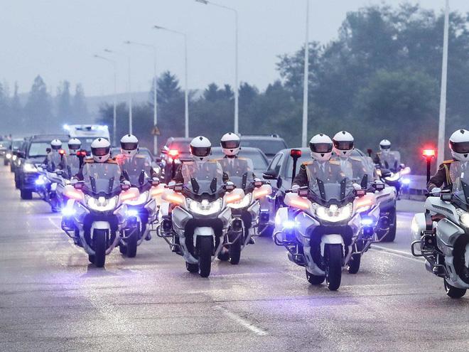 TT Hàn Quốc khép lại hành trình đẹp như mơ, lãnh đạo Triều Tiên tặng quà khủng - Ảnh 1.