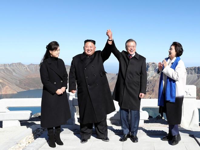 TT Hàn Quốc khép lại hành trình đẹp như mơ, lãnh đạo Triều Tiên tặng quà khủng - Ảnh 4.