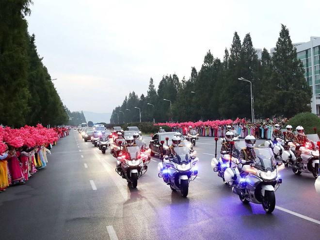 TT Hàn Quốc khép lại hành trình đẹp như mơ, lãnh đạo Triều Tiên tặng quà khủng - Ảnh 2.