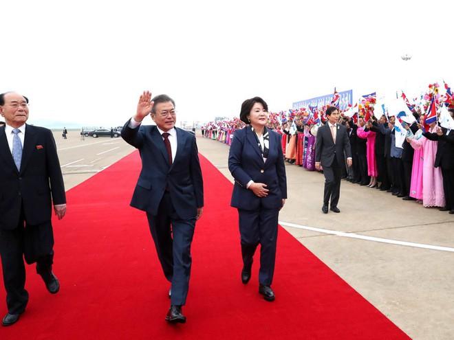 TT Hàn Quốc khép lại hành trình đẹp như mơ, lãnh đạo Triều Tiên tặng quà khủng - Ảnh 3.