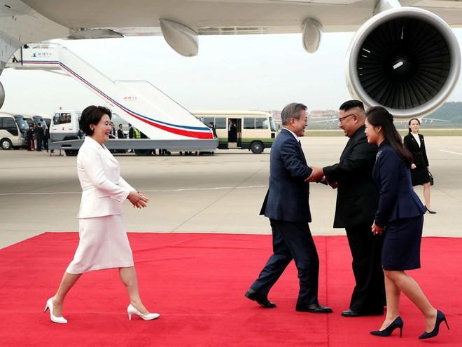 TT Hàn Quốc khép lại hành trình đẹp như mơ, lãnh đạo Triều Tiên tặng quà khủng - Ảnh 12.