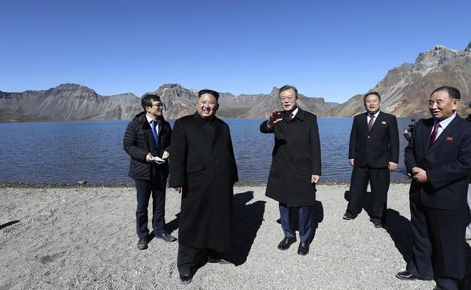 TT Hàn Quốc khép lại hành trình đẹp như mơ, lãnh đạo Triều Tiên tặng quà khủng - Ảnh 5.