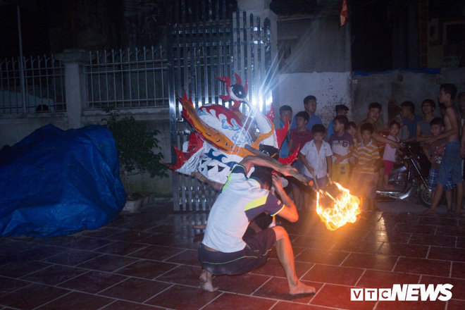 Độc đáo ngôi làng từ trẻ đến già đều biết múa sư tử, thổi lửa như nghệ sĩ xiếc - Ảnh 4.
