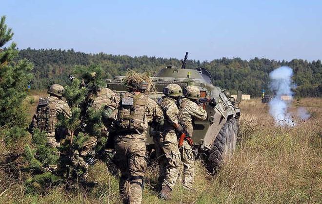 Ukraine tung video chất như phim Hollywood khoe tập trận chung với Mỹ - ảnh 1