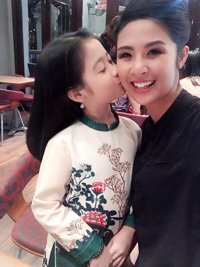 Cuộc sống sang chảnh của cô bé 10 tuổi gây sốt đêm chung kết Hoa hậu Việt Nam - ảnh 6