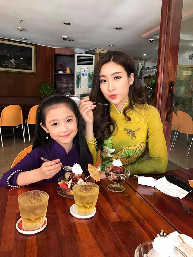 Cuộc sống sang chảnh của cô bé 10 tuổi gây sốt đêm chung kết Hoa hậu Việt Nam - ảnh 5