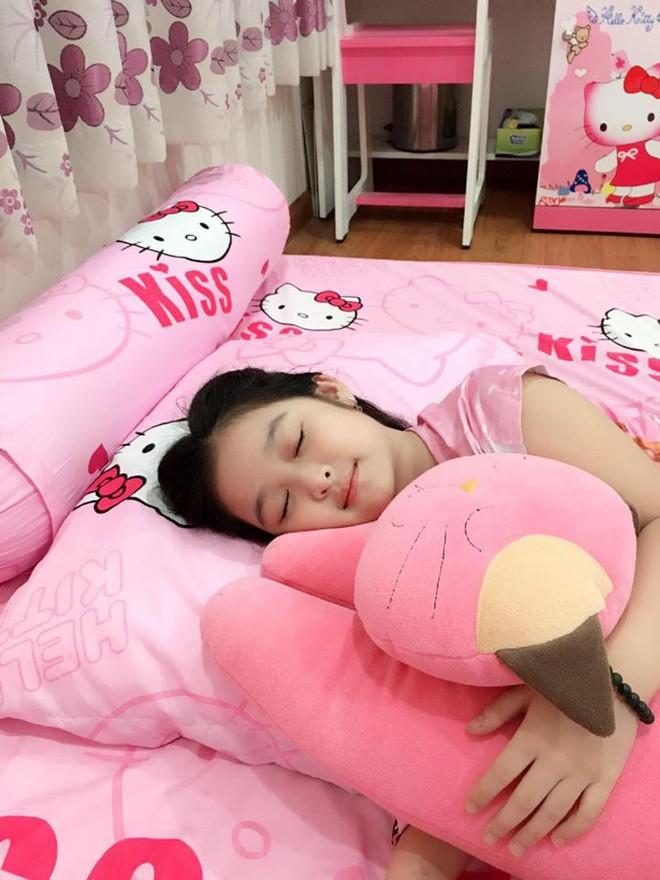 Cuộc sống sang chảnh của cô bé 10 tuổi gây sốt đêm chung kết Hoa hậu Việt Nam - ảnh 9