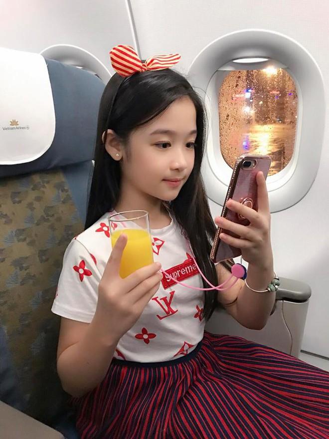 Cuộc sống sang chảnh của cô bé 10 tuổi gây sốt đêm chung kết Hoa hậu Việt Nam - ảnh 15