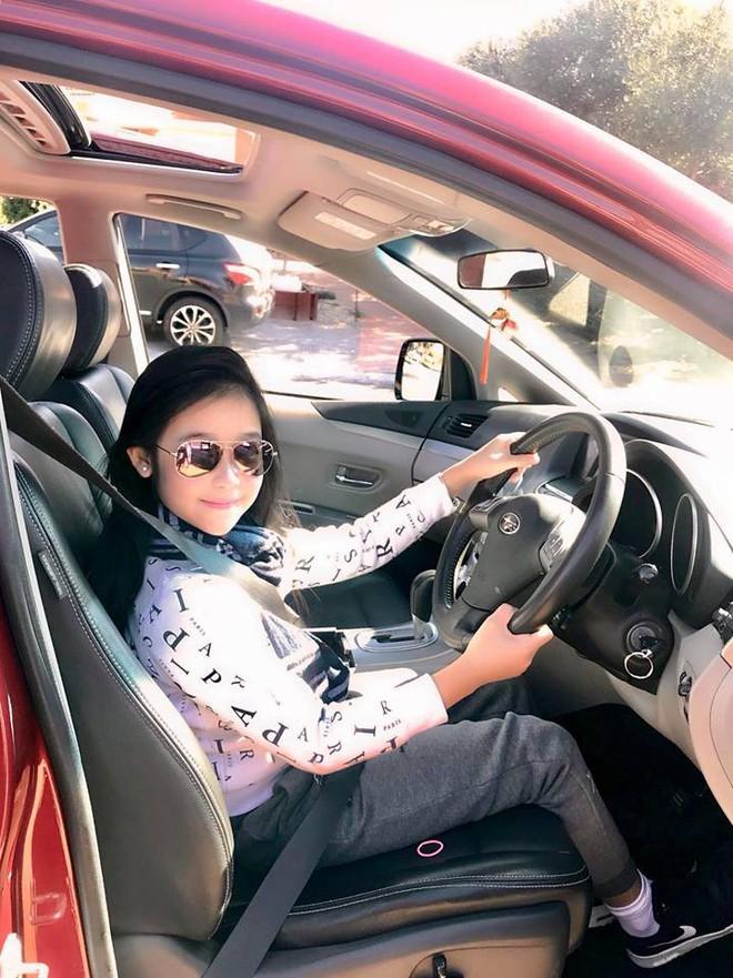 Cuộc sống sang chảnh của cô bé 10 tuổi gây sốt đêm chung kết Hoa hậu Việt Nam - ảnh 8
