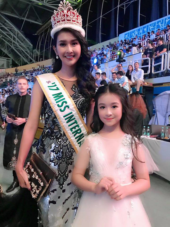 Cuộc sống sang chảnh của cô bé 10 tuổi gây sốt đêm chung kết Hoa hậu Việt Nam - ảnh 4