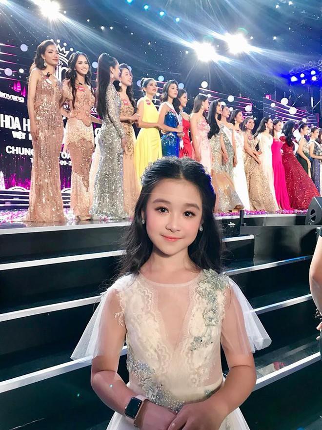 Cuộc sống sang chảnh của cô bé 10 tuổi gây sốt đêm chung kết Hoa hậu Việt Nam - ảnh 3