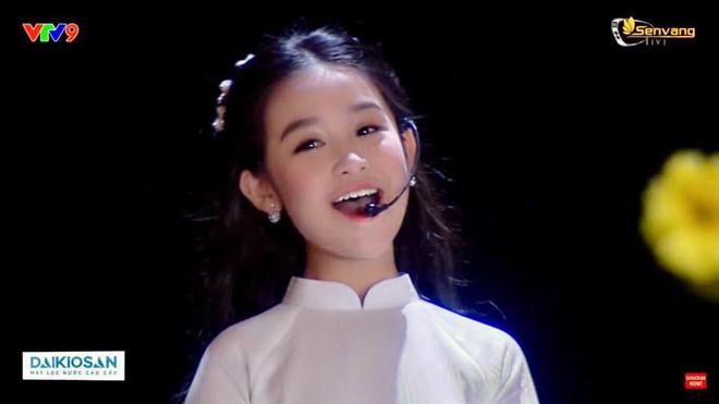 Cuộc sống sang chảnh của cô bé 10 tuổi gây sốt đêm chung kết Hoa hậu Việt Nam - Ảnh 1.