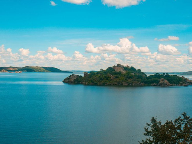 Chuyên gia Uganda chỉ ra tử huyệt của Victoria - hồ nước khiến cả nghìn người thiệt mạng - Ảnh 4.