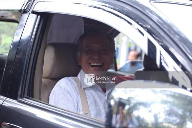 Bố ruột Trường Giang phong độ, cười tươi hạnh phúc trong lễ rước dâu - Ảnh 6.