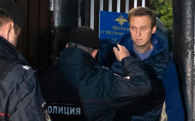 """Vừa mãn hạn tù, """"đối thủ đáng gờm"""" của ông Putin bị bắt giam ngay sau khi được thả tự do"""