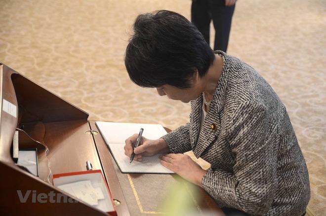 Thủ tướng Hàn Quốc ghi sổ tang: Chủ tịch nước Trần Đại Quang là nhà lãnh đạo cả thế giới tôn trọng - Ảnh 8.