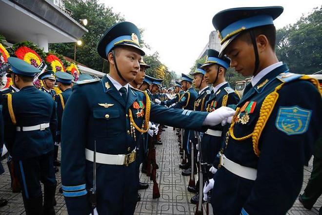 Xe tang đưa linh cữu Chủ tịch nước Trần Đại Quang về quê hương Ninh Bình - Ảnh 62.