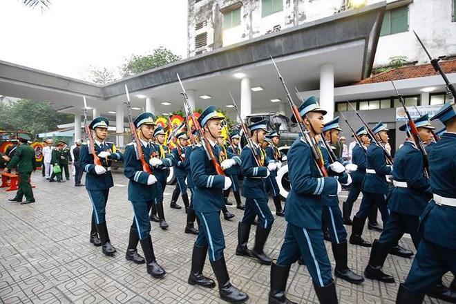Xe tang đưa linh cữu Chủ tịch nước Trần Đại Quang về quê hương Ninh Bình - Ảnh 64.