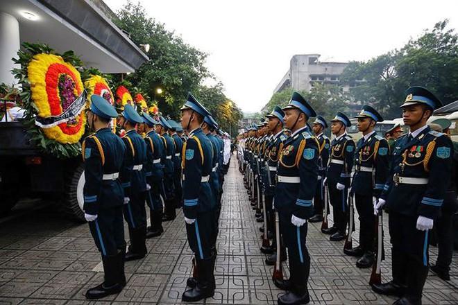 Xe tang đưa linh cữu Chủ tịch nước Trần Đại Quang về quê hương Ninh Bình - Ảnh 65.