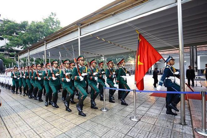 Xe tang đưa linh cữu Chủ tịch nước Trần Đại Quang về quê hương Ninh Bình - Ảnh 67.