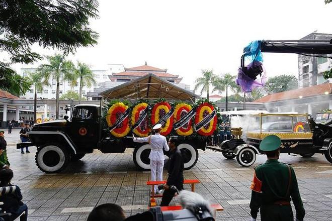 Xe tang đưa linh cữu Chủ tịch nước Trần Đại Quang về quê hương Ninh Bình - Ảnh 69.