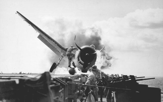 """Hành trình """"sống sót"""" của tàu sân bay USS Enterprise qua Thế chiến II - ảnh 6"""