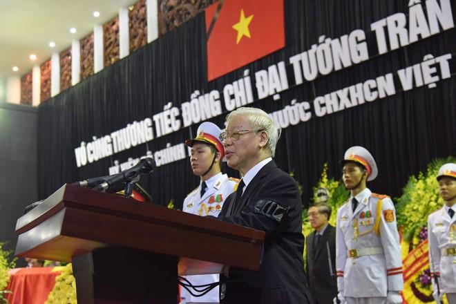 Xe tang đưa linh cữu Chủ tịch nước Trần Đại Quang về quê hương Ninh Bình - Ảnh 60.