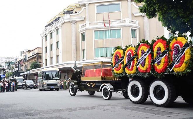 Xe tang đưa linh cữu Chủ tịch nước Trần Đại Quang về quê hương Ninh Bình - Ảnh 35.