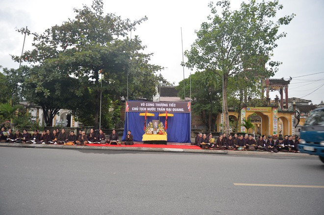 Xe tang đưa linh cữu Chủ tịch nước Trần Đại Quang về quê hương Ninh Bình - Ảnh 6.